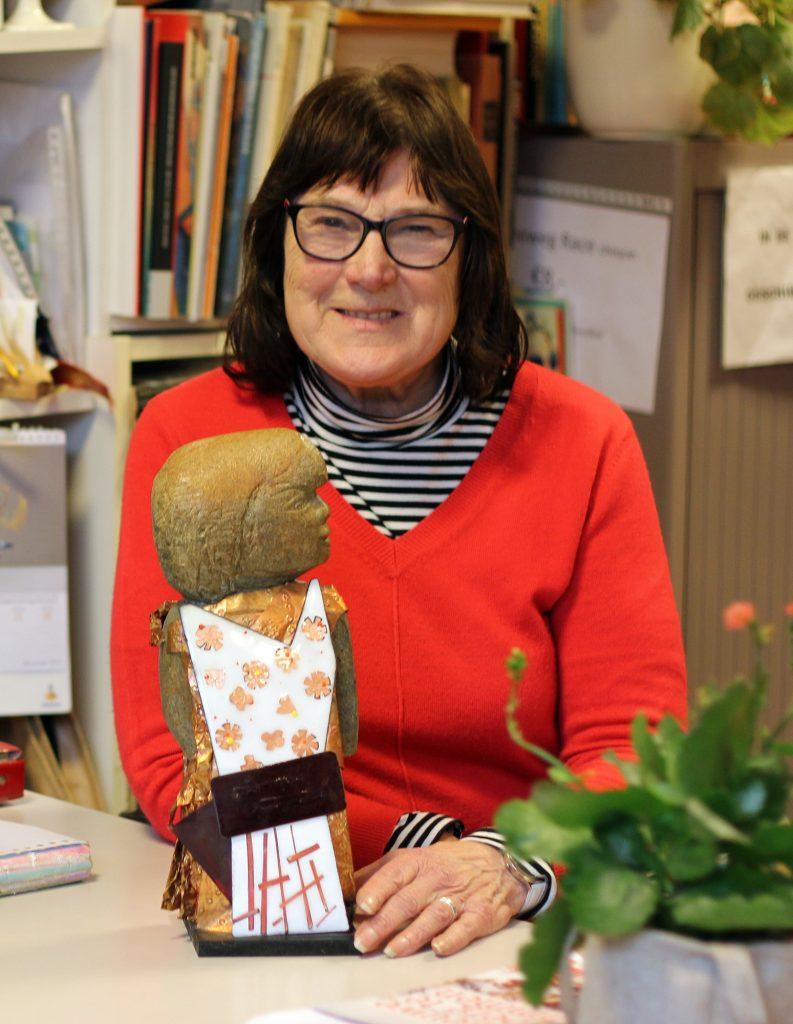 Lia met de prijs voor vrijwilliger van het jaar (2013)