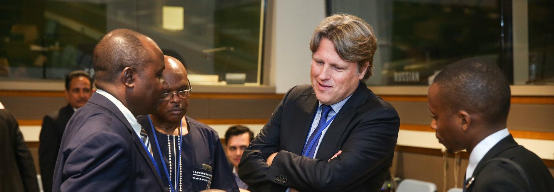 Edwin Huizing pleit op een internationaal forum voor verandering van buitenlandbeleid.