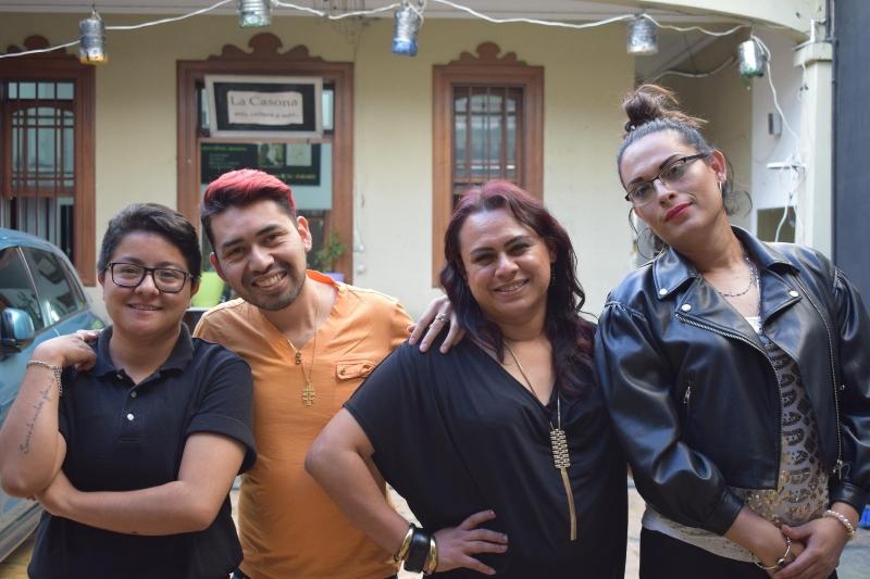 Gaby Castillo en een paar acteurs uit haar LHBT-films